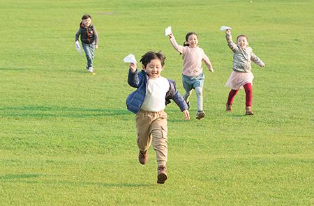 鼓励孩子接触社会